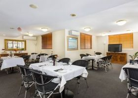 Brisbane Accommodation in Kangaroo Point with Restaurant and Bar near the Gabba