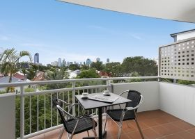 Hotel King Deluxe Room Balcony - The Wellington Apartments Hotel Brisbane