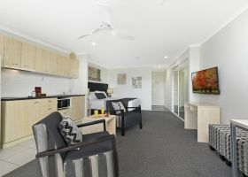 Hotel King Deluxe Room - The Wellington Apartments Hotel Brisbane
