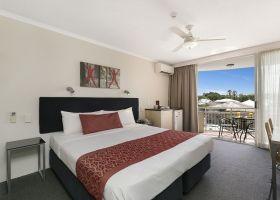 Hotel King Room - The Wellington Apartments Hotel Brisbane