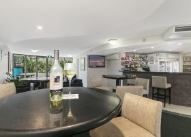 Lounge Bar - The Wellington Apartments Hotel Brisbane