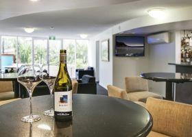 Bar & Lobby area - The Wellington Apartments Hotel Brisbane